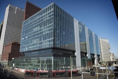 Beeld Ambtenaren krijgen nieuwe werkplek buiten flexkantoor Ministeries Rijnstraat 8