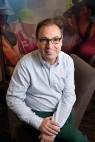 Beeld Edwin van Gerwen, Rode Kruis: 'Wij zijn een club van doeners'