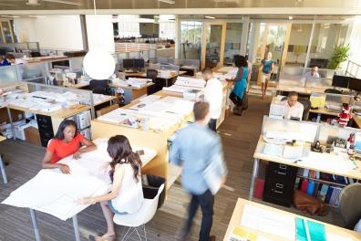 Beeld Vermoeidheid en concentratieverlies door kantoortuin leidt tot verzuim aldus De Monitor | Bedrijfsartsen