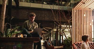 Beeld Fysieke werkomgeving speelt veel belangrijkere rol bij digitaal werk dan vaak wordt aangenomen