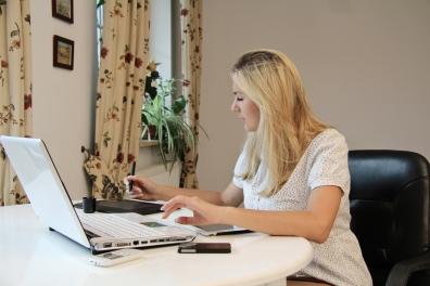 Beeld Thuiswerken kost medewerker honderden euro's per jaar